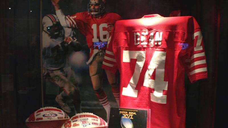 スーパーボウル・エクスペリエンスに展示されていた往年の名選手のジャージ