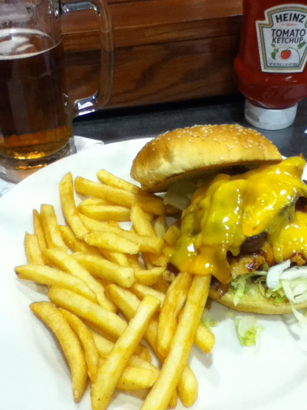 ダラス空港での朝食はハンバーガー