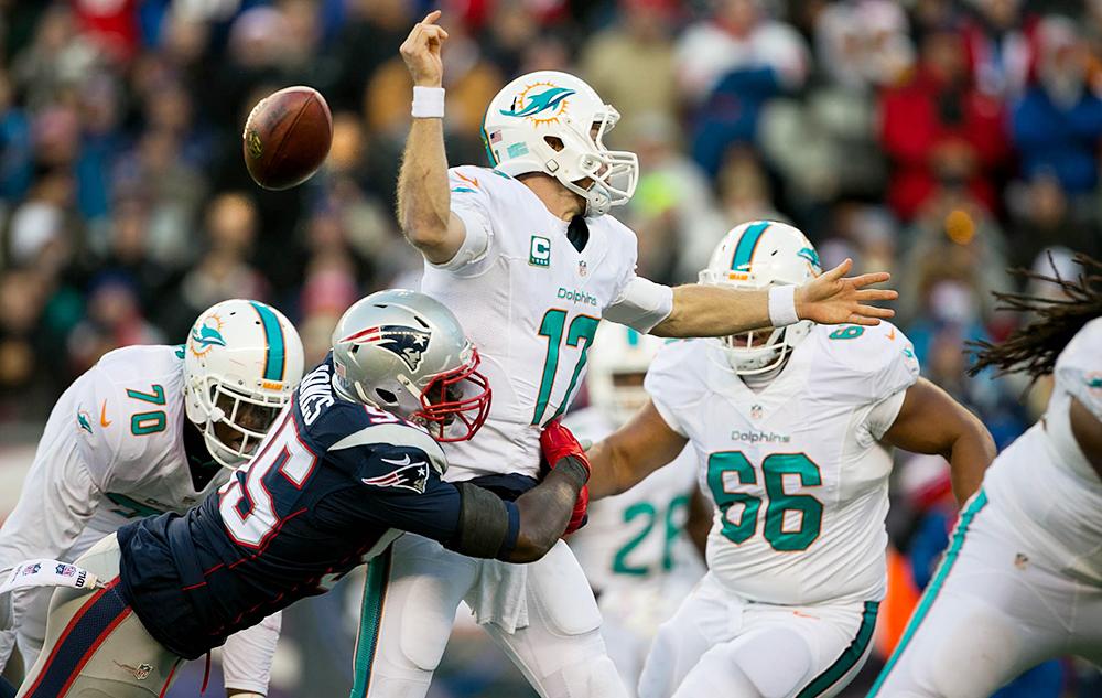 NFL2018第4週ドルフィンズのタネヒルはスナップが取れずにファンブル